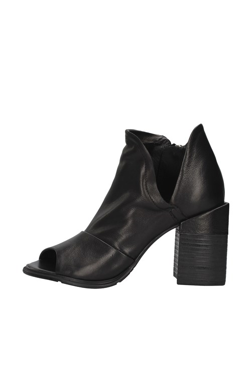 Rebecca White With heel BLACK